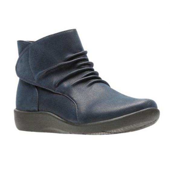 Clarks Sillian Sway Navy 26122558 (Women's)